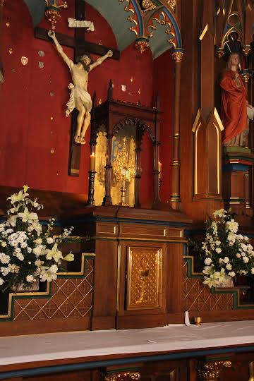 Tron niegdyś ustawiany na tabernakulum.